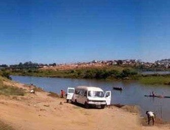 Ambohimanambola, devant le fleuve Ikopa
