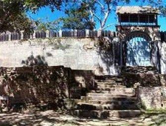 Ambohimanga, devant la grande porte