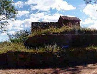 Ambohitrabiby – devant le tombeau de Ralambo